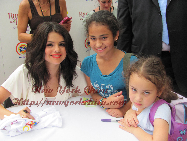 Wordful Wednesday Meet Greet With Selena Gomez Joey King At