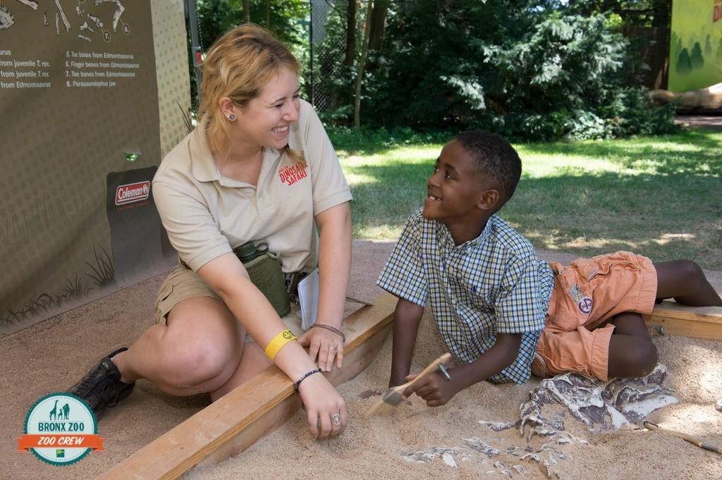 _ Julie Larsen Maher 0762 Visitor  Children at Dinosaur Safari Dig BZ 2
